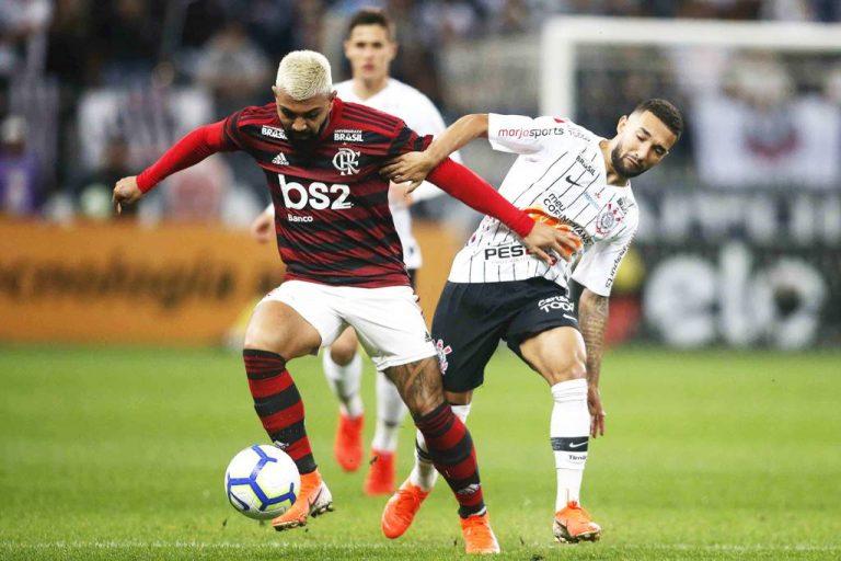 Flamengo empata com Corinthians e se aproxima do Palmeiras na tabela