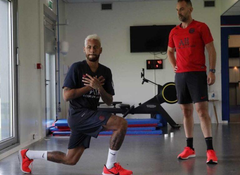 Neymar se reapresenta no PSG e volta a treinar
