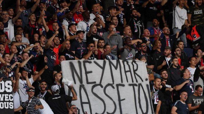 Faixa contra Neymar