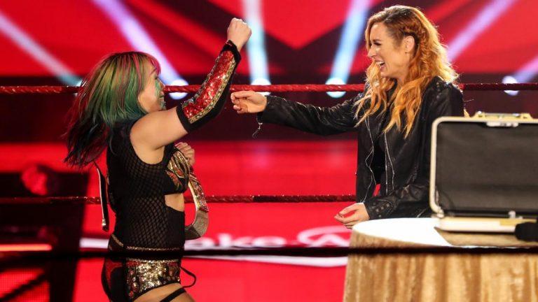 Becky Lynch, estrela da WWE, anuncia gravidez e entrega o título de Raw Women para Asuka