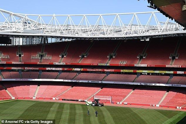 A EFL diz aos clubes que não treinem antes de 25 de maio, pois jogar a portas fechadas não impedirá o COVID-19