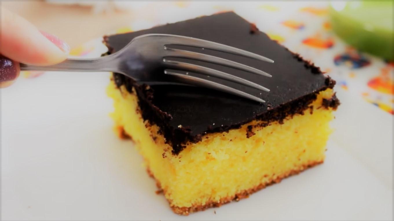 bolo de cenoura fofinho com cobertura de chocolate